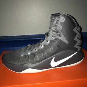 2016 Men's Nike Hyperdunks size 8.5